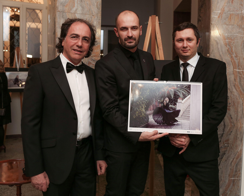 Od lewej: Giuseppe Bengivenga, Szef Rynku Włoskiego, Piotr Stokłosa, fotograf. Mikołaj Placek. Prezes Zarządu