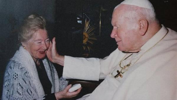 Anna-Teresa-Tymieniecka-caluroso-Papa-Vaticano_CLAIMA20160215_0314_28