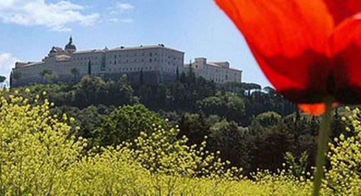 Monte Cassino Zobacz Dziewczyno Zobacz Chłopaku Czerwone
