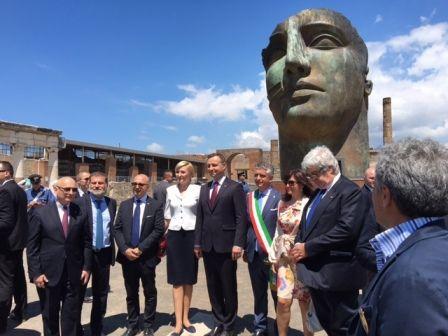 fot. napolitime.it/85737-presidente-della-polonia-andrzej-duda-visita-agli-scavi-pompei.html