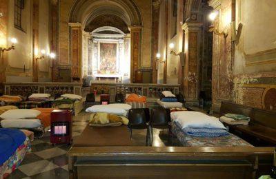 Foto: Maja Krajnowska, prowizoryczna noclegownia w kościele San Calisto w Rzymie