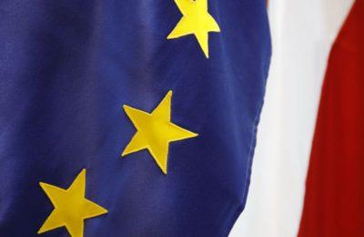 Flaga_Polska_UE_konsulat_RP_mediolan
